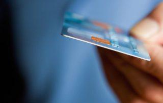 Ποιες τραπεζικές κάρτες μπαίνουν τώρα στο στόχαστρο της Εφορίας